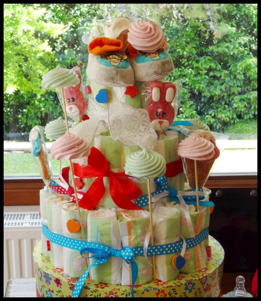 Do it yourself party decorations diaper cake yoggi 39 s way for Baby shower diaper decoration